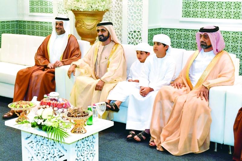 الصورة : محمد بن راشد وسلطان بن محمد بن سلطان وعمار النعيمي ومحمد وحمدان بن منصور بن زايد