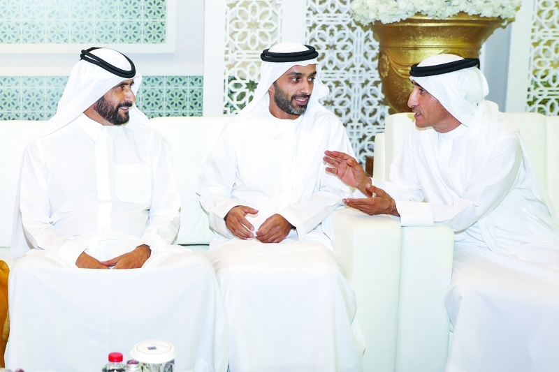 الصورة : أحمد بن راشد وسعيد بن مكتوم وأحمد بن حميد النعيمي