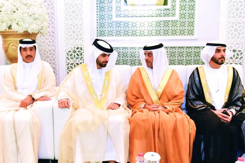 الصورة : منصور بن محمد وعبد العزيز بن حميد وأحمد الزعابي