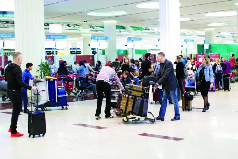الصورة : نمو مستمر لأعداد المسافرين عبر مطار دبي     البيان