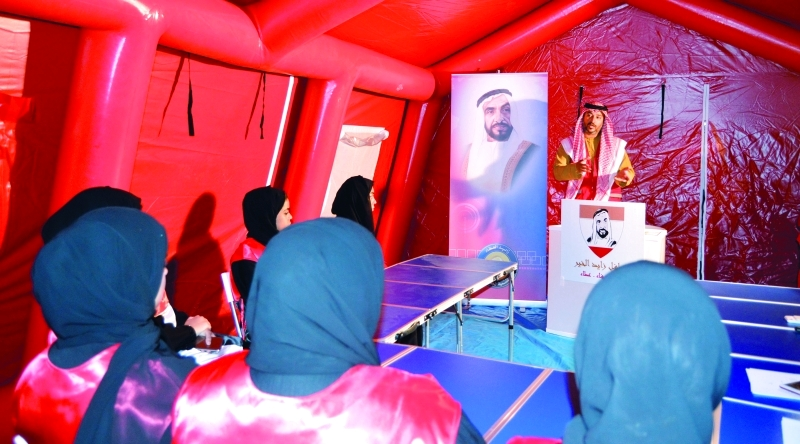 الصورة : خلال توعية المشاركين بالقوافل