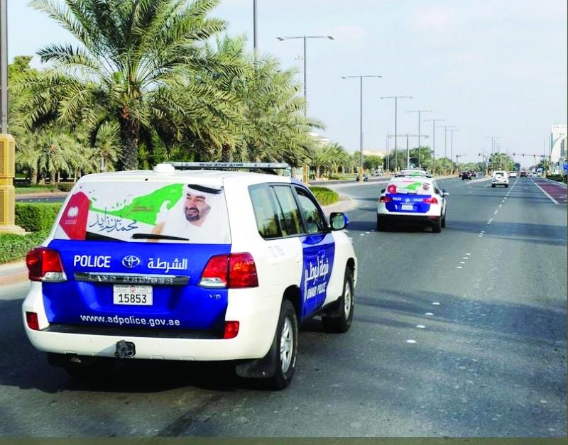 الصورة : دوريات شرطة أبوظبي تحمل شعار المبادرة