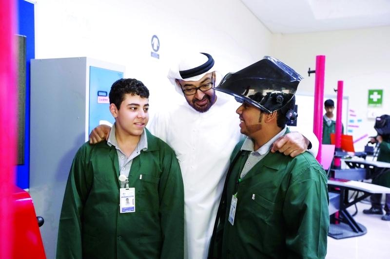الصورة : سموه يؤمن بأهمية الاستفادة من تجارب الآخرين التعليمية