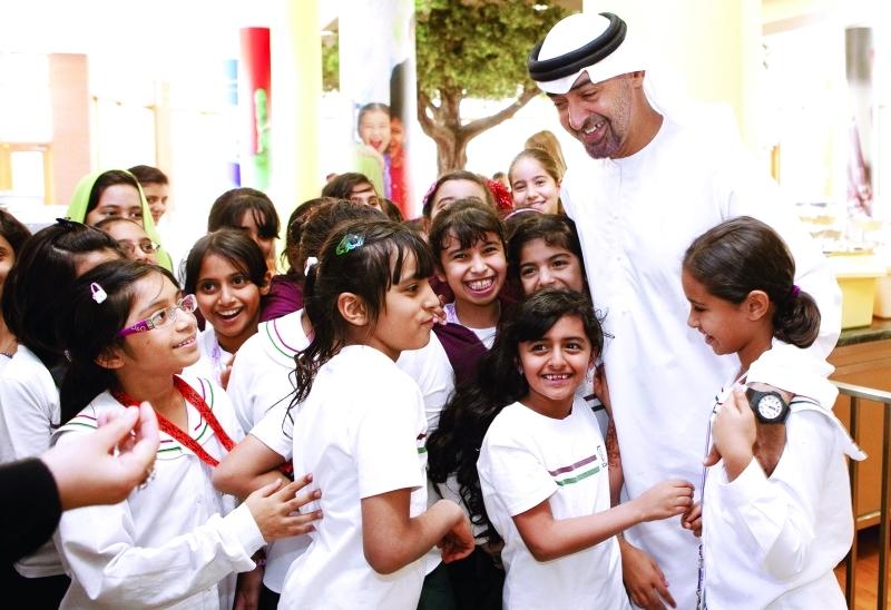 الصورة : ■ محمد بن زايد يضع تطوير التعليم والاهتمام به في مقدمة أولوياته | أرشيفية