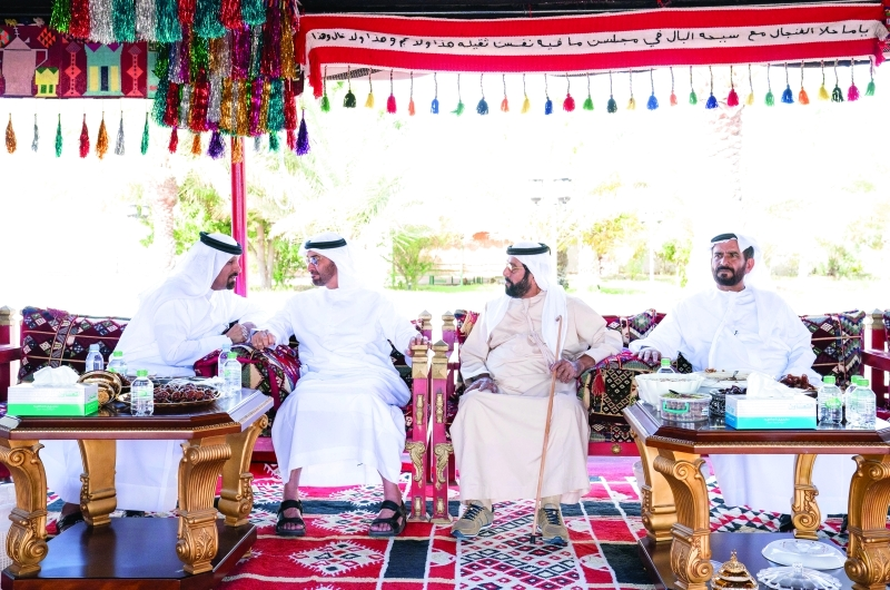 الصورة : ■ محمد بن زايد وطحنون بن محمد خلال زيارة منزل محمد بن كردوس