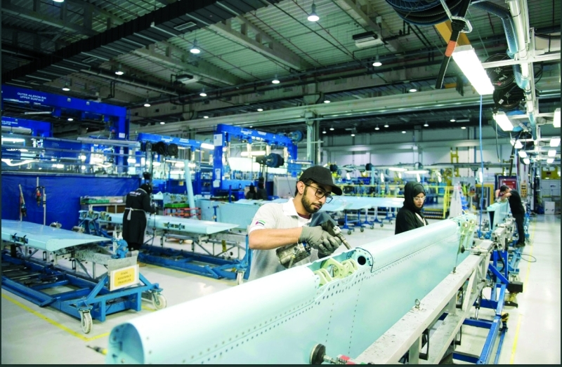 الصورة : ■أبناء الإمارات يبدعون في عالم تصنيع هياكل الطائرات