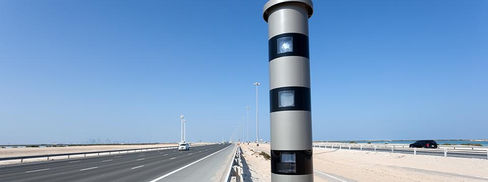 شرطة أبوظبي : لا تعديل على السرعات في الطرق حالياً