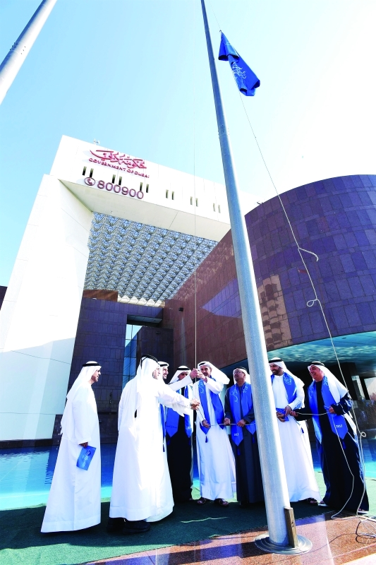 الصورة : خلال رفع الراية على مبنى بلدية دبي