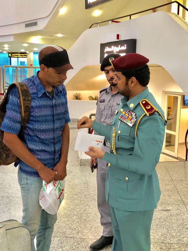 شرطة عجمان تعين زائرا انقطعت به السبل للعودة لوطنه