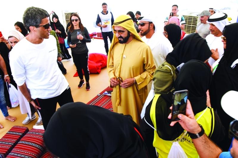 الصورة : محمد بن راشد خلال حضوره تجمع موظفي الأمانة العامة للمجلس التنفيذي في دبي بحضور عبدالله البسطي وسلطان السبوسي  |   من المصدر