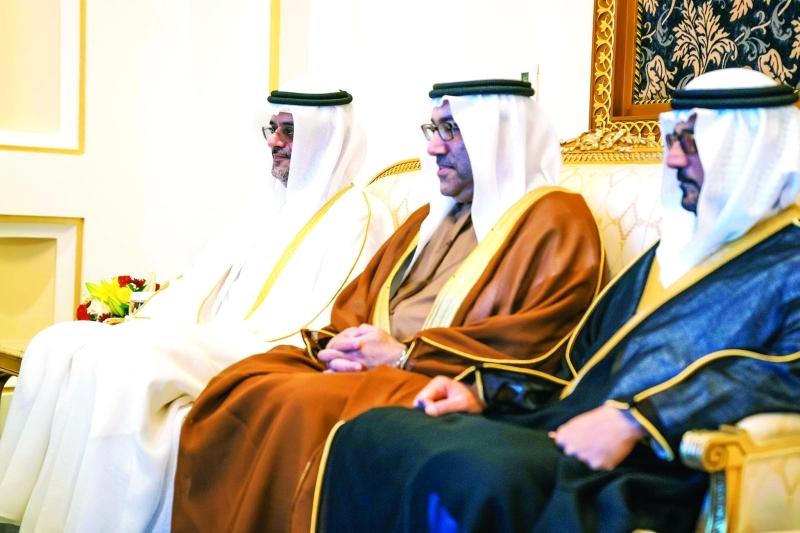 الصورة : سلطان بن محمد بن سلطان وعبد الرحمن العويس وحسين الحمادي