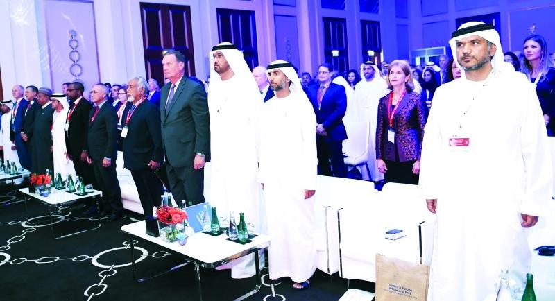 المزروعي والجابر وعدد من المسؤولين خلال السلام الوطني