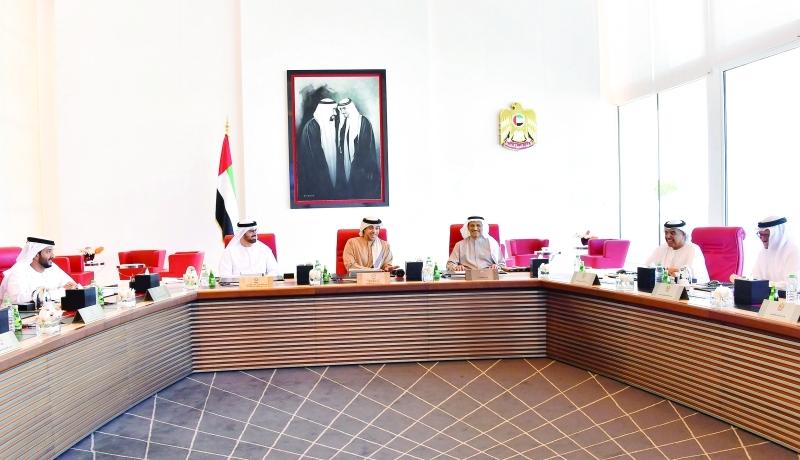 الصورة : منصور بن زايد خال ترؤسه المجلس الوزاري للتنمية بحضور الأعضاء | وام