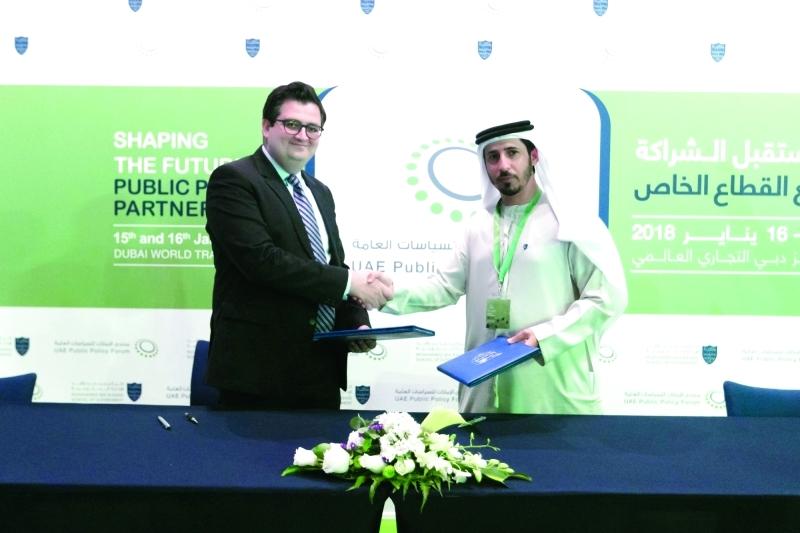 الصورة : ■ علي المري خلال توقيع الاتفاقية مع «هيكل ميديا» لإطلاق مجلة دبي للسياسات