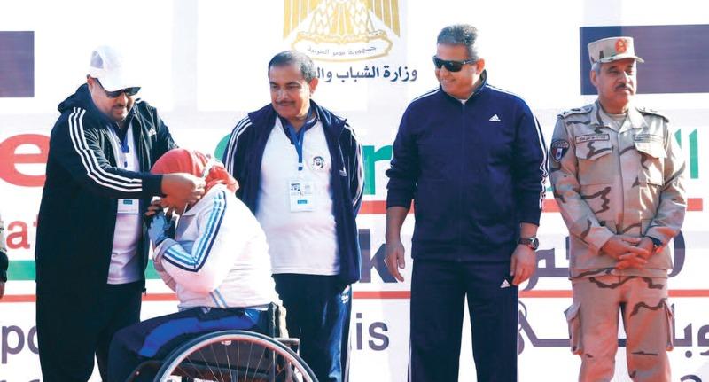 الصورة : الكعبي وخالد عبد العزيز خلال تكريم أبطال النسخة الأخيرة  |  أرشيفية