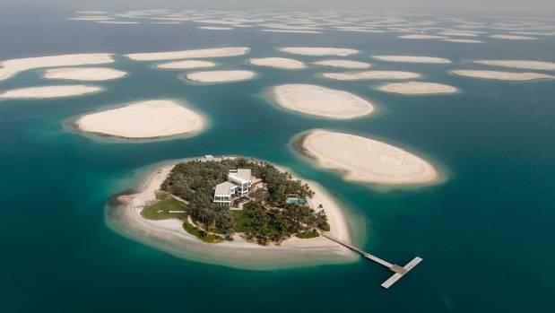 الصورة : جزر العالم تقع قبالة ساحل دبي، وتضم أكثر من 200 جزيرة صغيرة اصطناعية