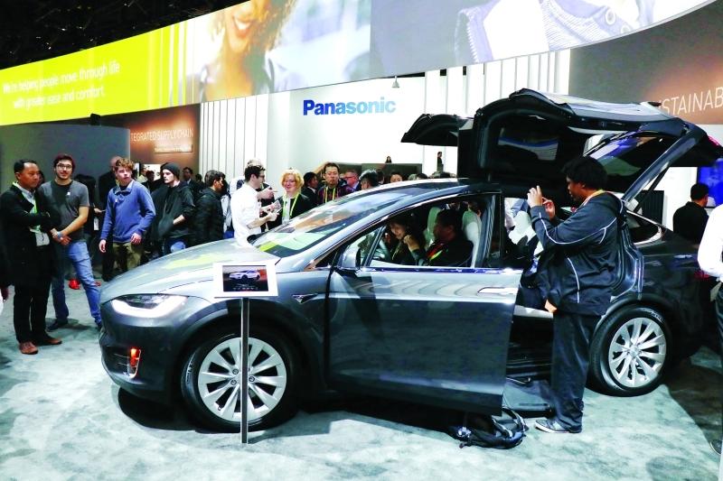 قامت «باناسونيك» بتسليط الضوء على 3 مفاهيم جديدة وذكية لأنظمة مقصورات السيارات لمواكبة توقعات السائقين على مدى العقد المقبل     تصوير - ناصر المنصوري