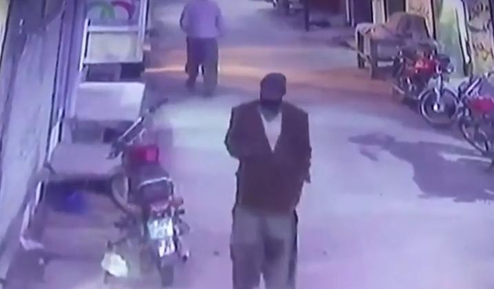 فيديو خامس لقاتل الطفلة زينب والشرطة في مأزق