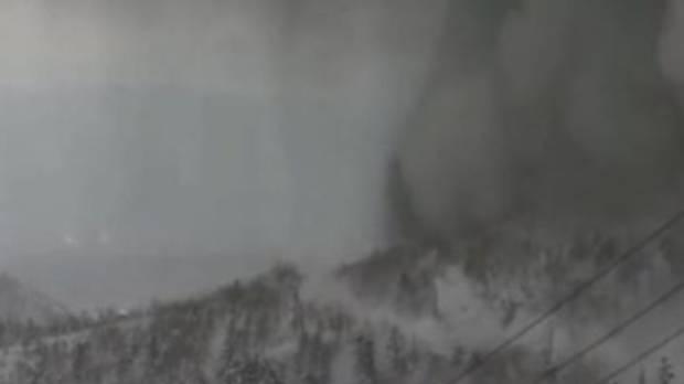 ثوران بركان في منتجع للتزلج في اليابان