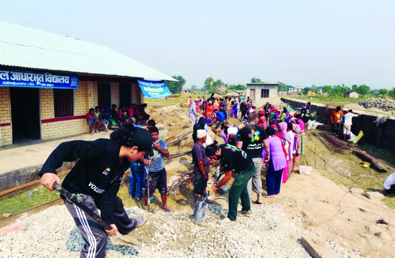 أثناء بناء إحدى المدارس في نيبال من قِبل متطوعي دبي العطاء     من المصدر