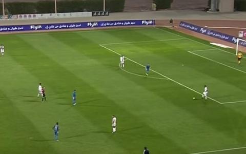 الصورة: حكم إنجليزي يوقف المباراة احتراماً لأذان المغرب