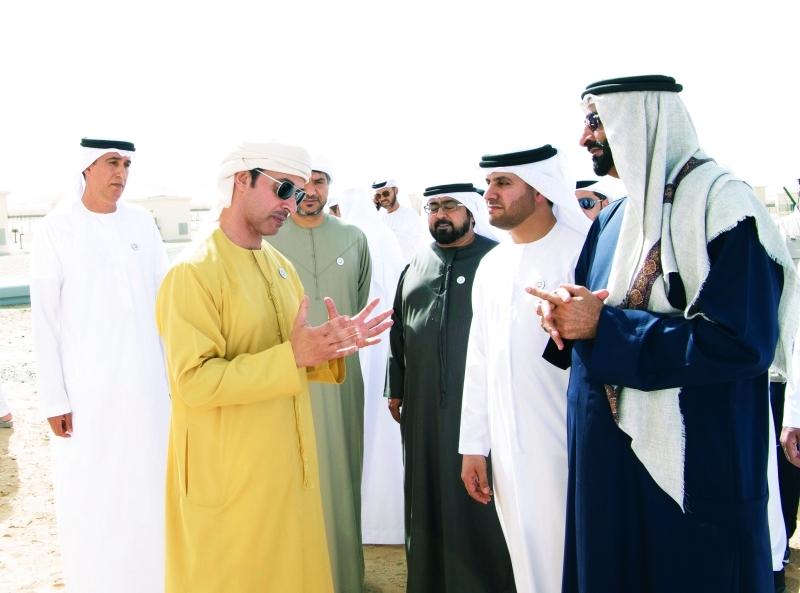 هزاع بن زايد خلال الزيارة بحضور محمد البواردي وأحمد المزروعي وجبر السويدي      وام