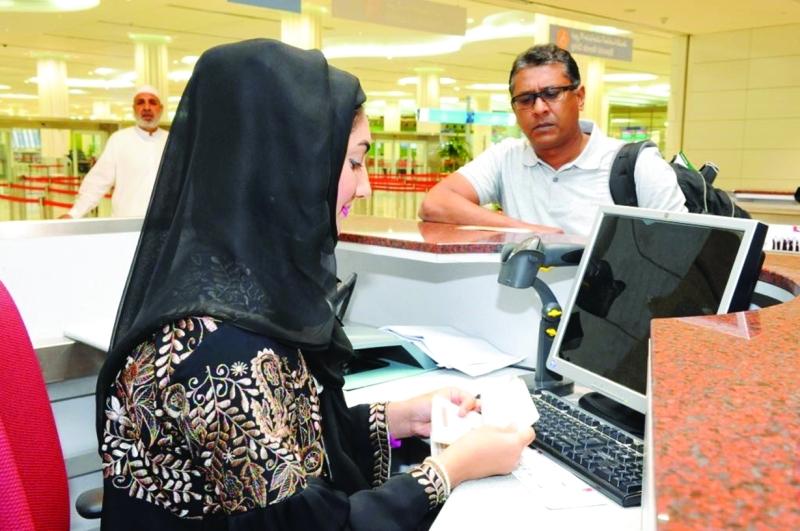 مأمورات الجوازات واجهة حضارية لتميز المرأة الإماراتية     من المصدر
