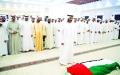 الصورة: نائب رئيس الدولة وولي عهد أبوظبي يؤديان الصلاة على جثمان الفقيدة في العين