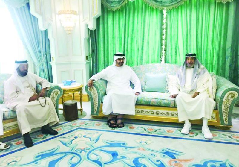 خليفة يستقبل محمد بن زايد ويتقبل التعازي   في وفاة الشيخة حصة بنت محمد