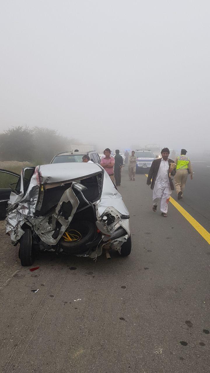9 إصابات بحادث بين 28 مركبة في دبي جرّاء الضباب