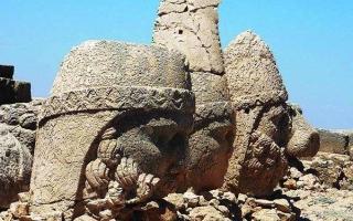 الصورة: النمرود في تركيا.. أعلى آثار في العالم