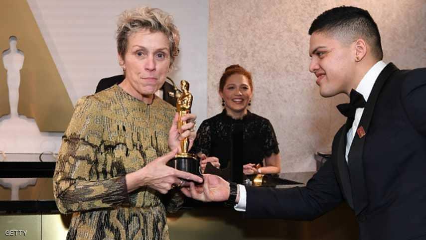 أفضل ممثلة تستعيد تمثال الأوسكار بعد سرقته