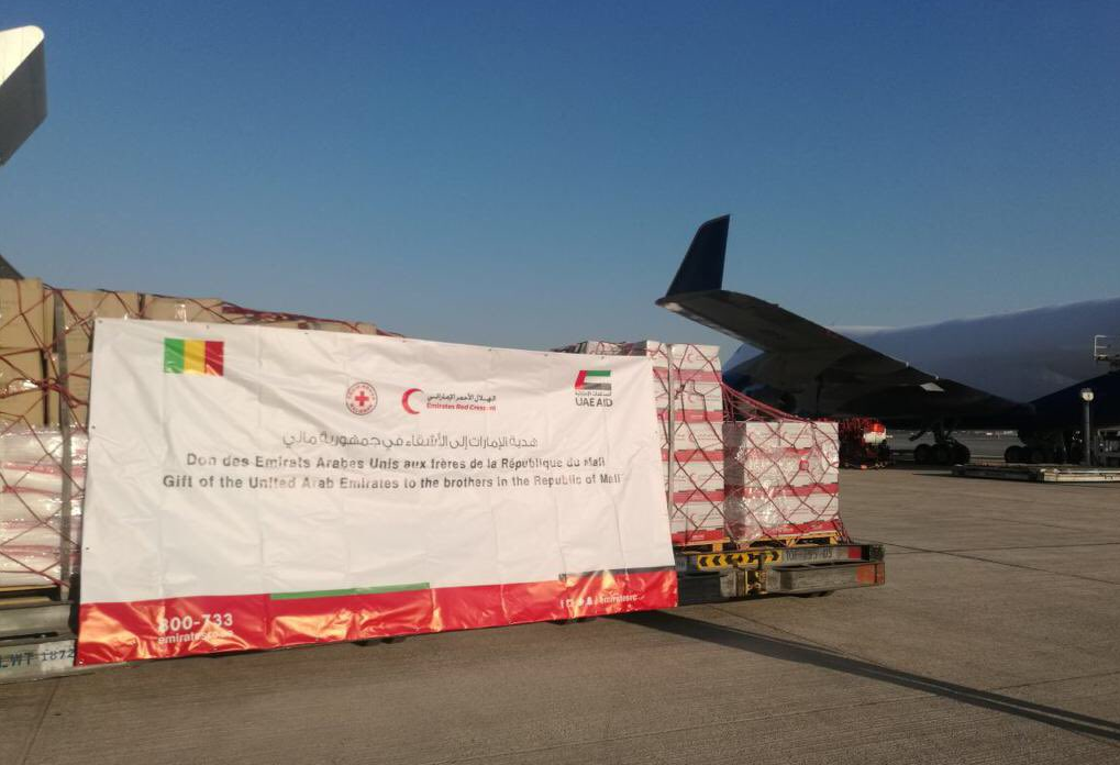 بتوجيهات رئيس الدولة.. وصول طائرة مساعدات غذائية إلى مالي