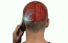 الصورة: ماذا يفعل الهاتف الذكي بأدمغتنا؟