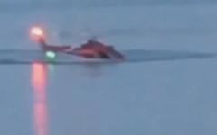 الصورة: بالفيديو.. الطيار قفز ونجا والركاب قتلوا في سقوط مروحية بنيويورك