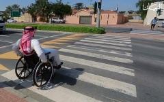 الصورة: إماراتية تخترع كرسياً متحركاً يعمل برمشة عين