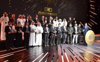 الصورة: منصور بن محمد يكرم الفائزين في جائزة حمــدان بن محمد الدولية للتصوير الضوئي