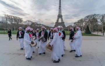 الصورة: التراث الشعبي الإماراتي يجوب شوارع باريس