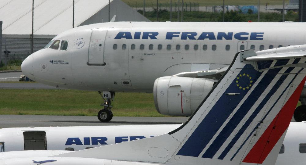 """موظفو """"الجوية الفرنسية"""" يعتزمون الاضراب 23 و30 الجاري"""