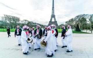 الصورة: عروض التراث الشعبي الإماراتي تبهر الفرنسيين