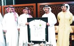 الصورة: هزاع بن زايد: نتمنى لـ«الأخضر» تشريف الكرة الخليجية والعربية في كأس العالم