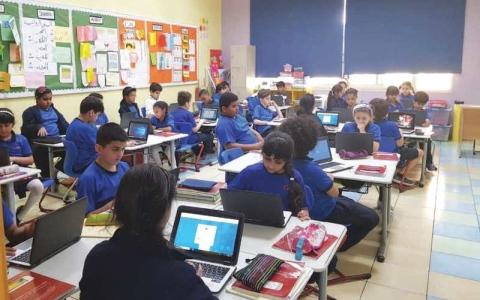 الصورة: تكنولوجيا التعليم.. بيئة ذكية على مقاعد الدراسة
