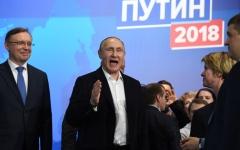 """الصورة: بوتين يشكر الروس بعد فوزه بالانتخابات الرئاسية الروسية: """"أنا عضو بفريقكم"""""""