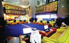 الصورة: جني أرباح يهبط بالأسواق والسيولة دون 300 مليون
