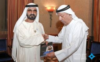 """الصورة: نائب رئيس الدولة يتسلم نسخة من كتاب """"محمد بن راشد في سباق مع الزمن"""""""