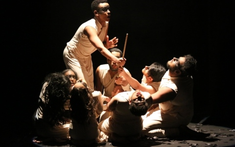 الصورة: «العميان».. توليفة مسرحية رمزية على خشبة «الأيام»