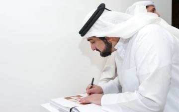 الصورة: أحمد بن محمد يزور معرض «آرت دبي»
