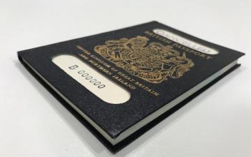 """الصورة: طبع جواز السفر البريطاني في فرنسا يغضب """"مجلس العموم"""""""