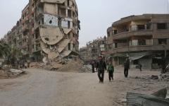 الصورة: مقتل 40 مدنياً حرقاً بقصف ملجأ في الغوطة