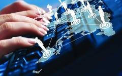 الصورة: سكان الإمارات يستخدمون الإنترنت بمعدل ٨ سـاعات يومياً منها 3 لـ«التواصل الاجتماعي»